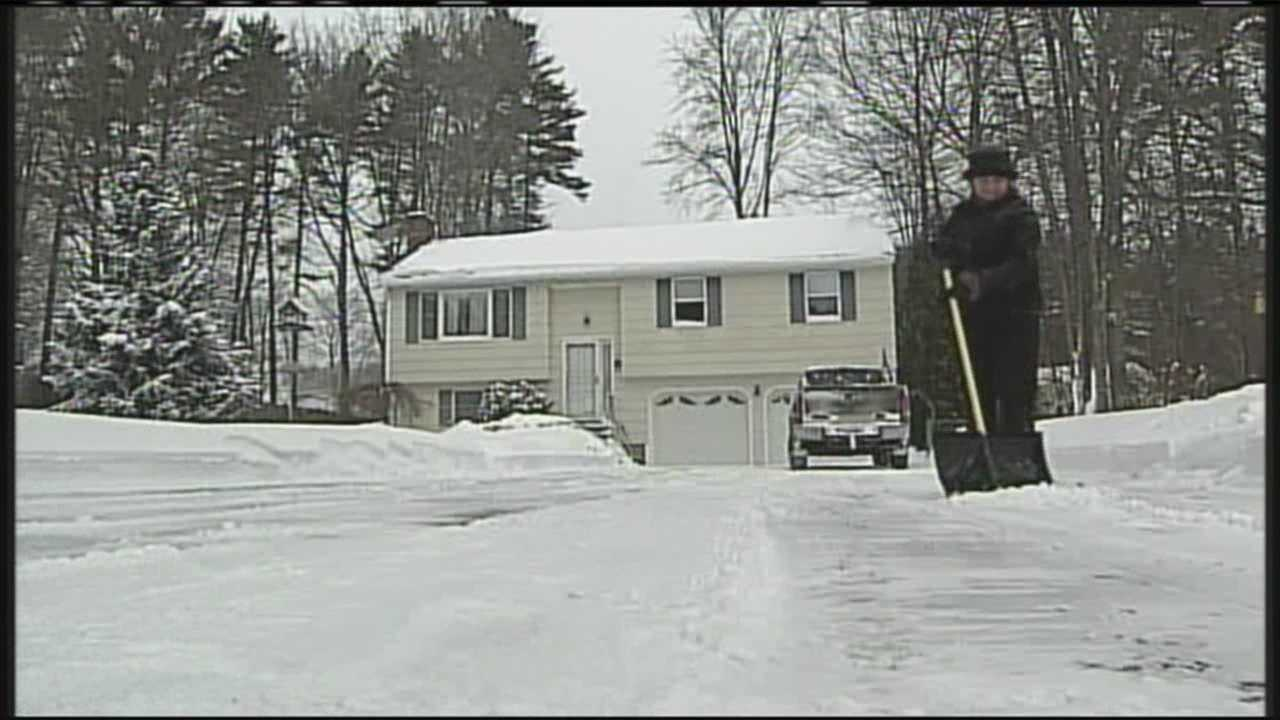 Mainers begin to dig out despite freezing temperatures