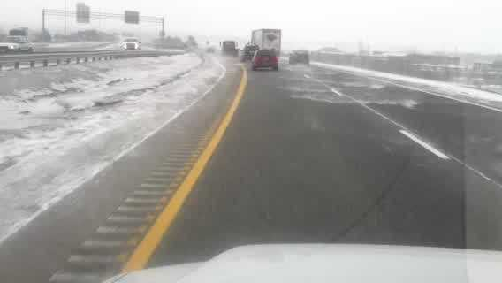 img-Flurries greet drivers for morning commute