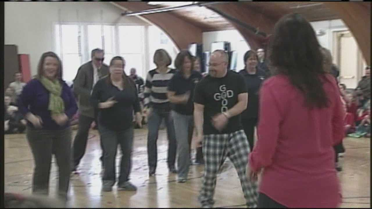img-Teachers surprise students with flash mob