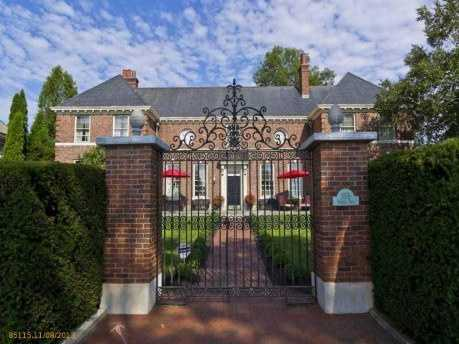 This beautiful Portland home includes four bedrooms, four bathrooms, over 5,000 sq ft, and was built in 1921. The home is listed for $1.5M and is featured on realtor.com.