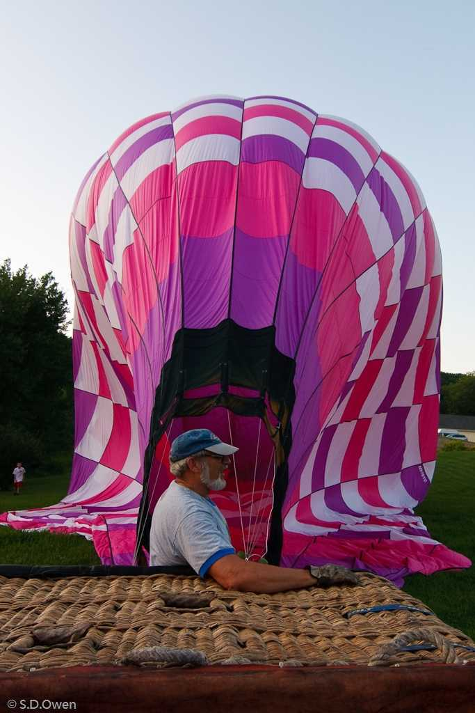 These photos of the balloon that crashed were taken by Steve Owen in August, 2009.Photos from: Steve Owen - www.flickr.com/photos/sdowen