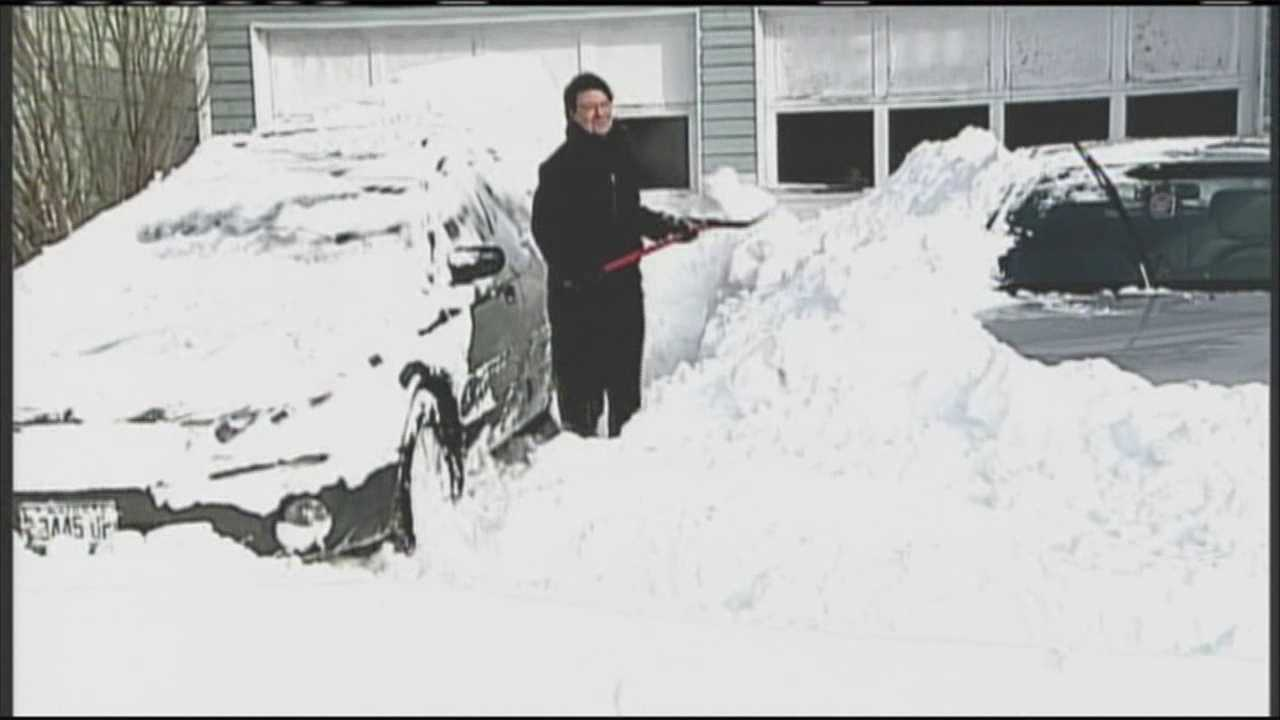 People in Lewiston spent their Wednesday digging out from nearly 30 inches of snow. WMTW News 8's Katie Thompson reports.