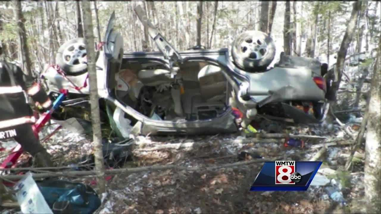 3 injured after driver looses control