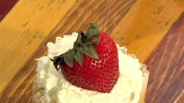 Robin Montisanti of Blackberry Bakery shows how to make this gluten-free strawberry cake.