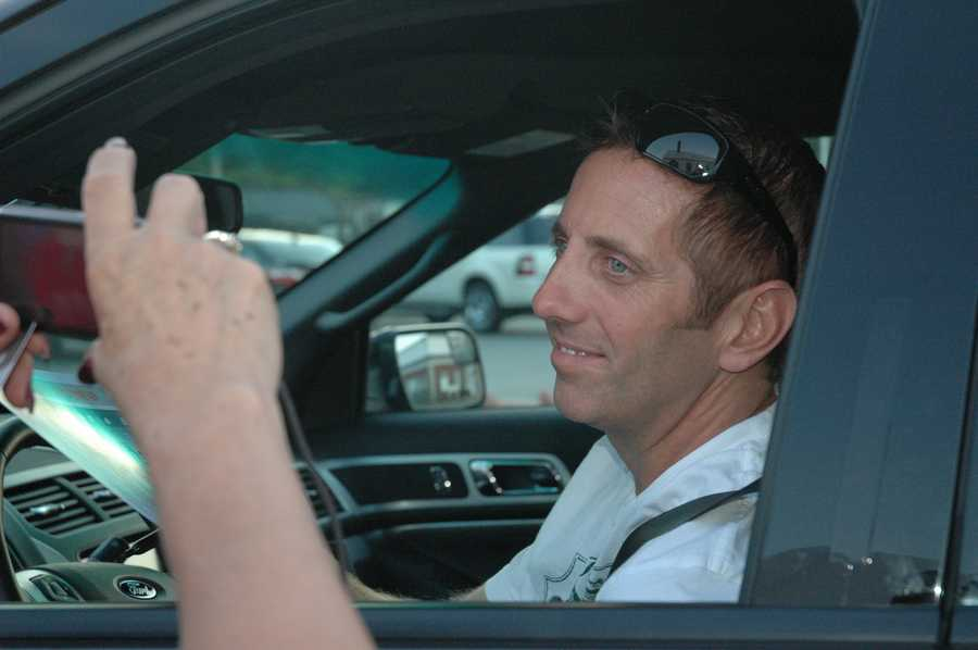 Greg Biffle stops to greet fans before leaving the airport.