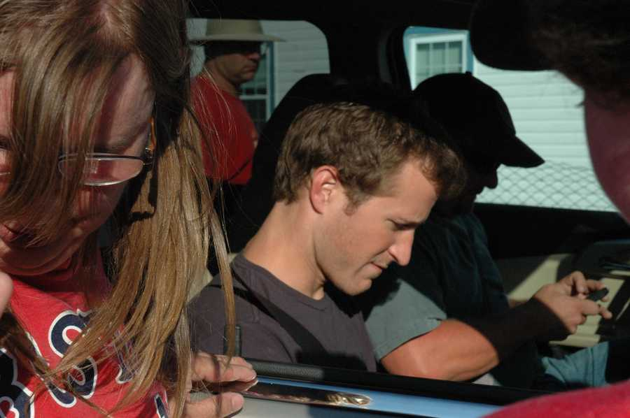 Kahne stops to sign autographs. (See video of Kahne arriving)