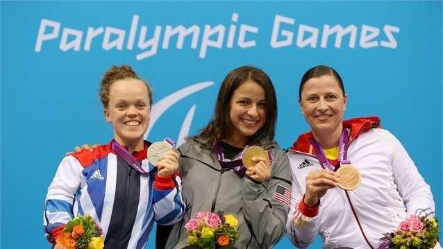 Arlen receives gold medal