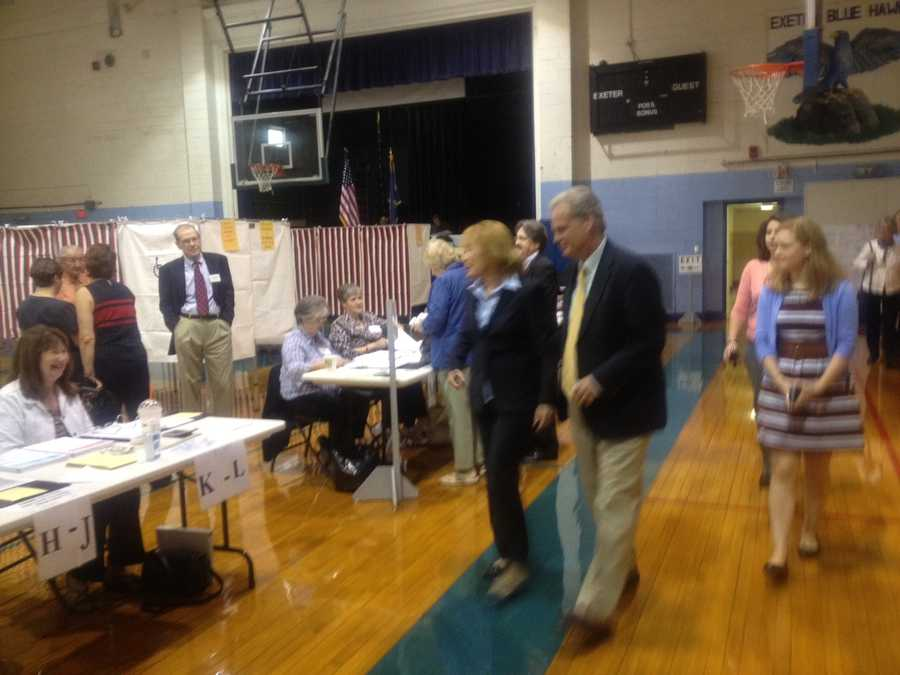 Gubernatorial candidate Maggie Hassan (D) casting her vote.