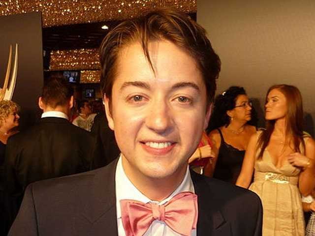 Don't let his innocent charm fool you. Bradford Anderson plays the role of a computer hacker Damian Millhouse Spinelli of General Hospital.