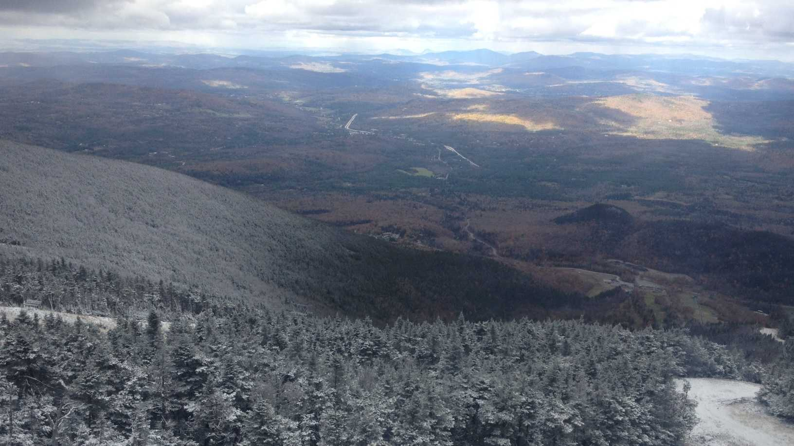 Snow falls on mountains of Northern NH