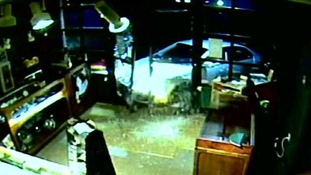 Police: Burglar uses car to bust into jewelry store