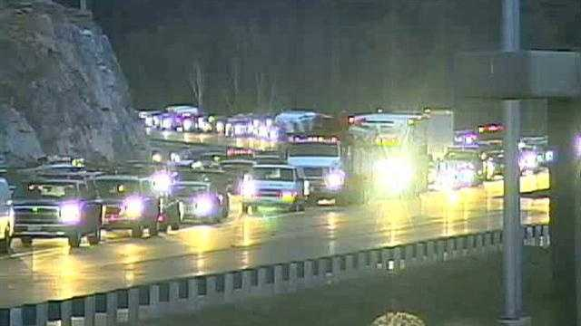 Accident closes southbound lanes of I-93 in Salem