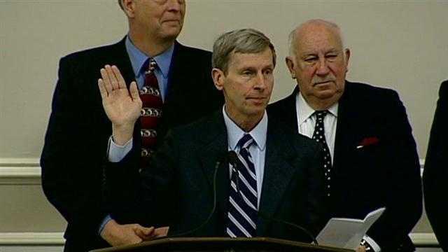 New lawmakers sworn in