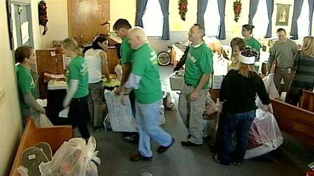 Fidelity volunteers help families