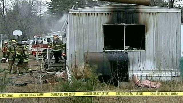 Witnesses: Mother made desperate attempt to go back inside