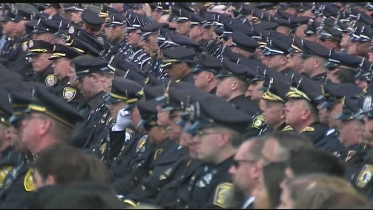 Thousands of law enforcement officers attend Collier service