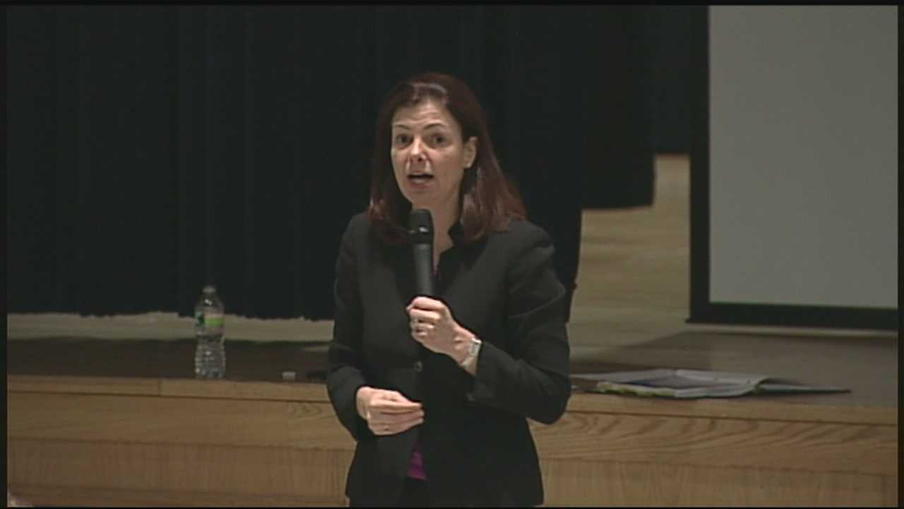 Ayotte faces tough questions on gun control during town halls