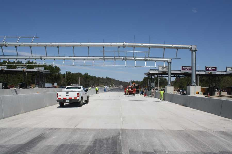 On May 23rd the second Open Road Tolling (ORT) facility New England. The project will convert the Hooksett Toll Plaza on Interstate 93 (Everett Turnpike) to an ORT facility by adding two northbound and two southbound highway speed electronic tolling lanes.