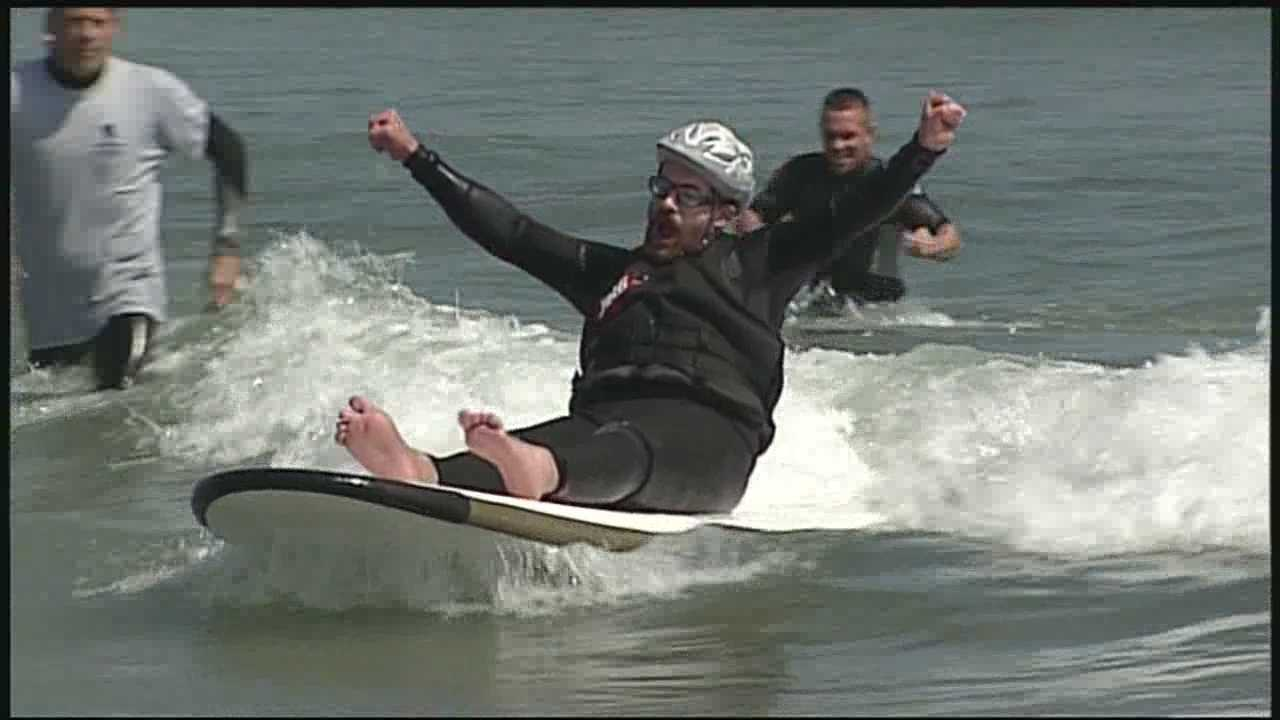 Wounded veterans catch waves