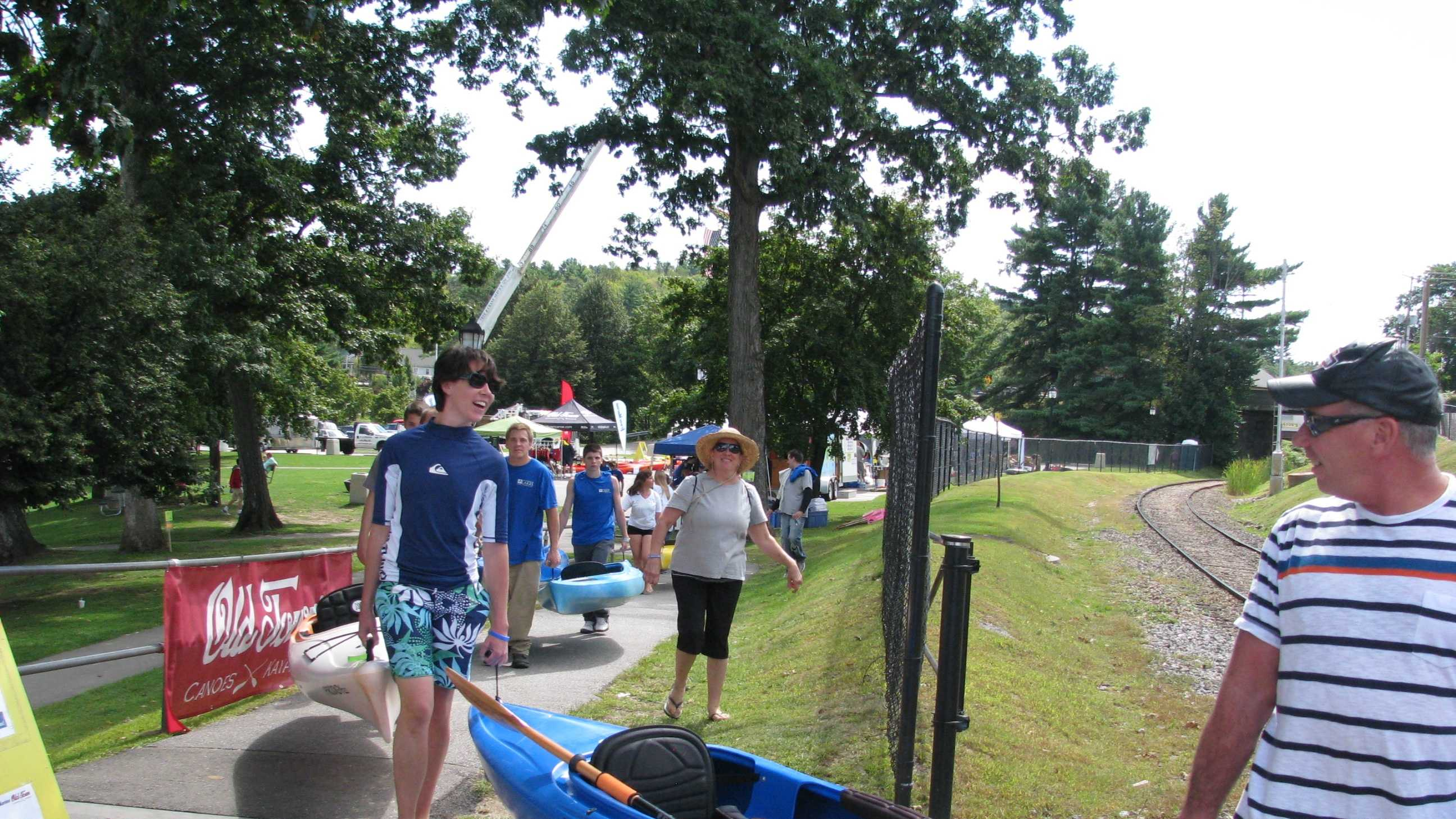 No record was set but about 400 attended the statewide gathering of paddle enthusiasts.