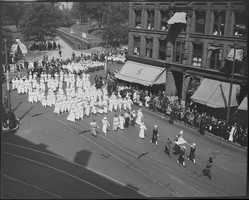 Red Cross parade, Park Square in 1918