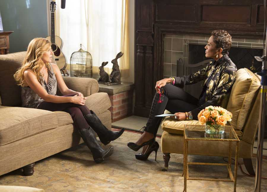 "Robin Roberts visits the set of the ABC drama ""Nashville"" with Connie Britton for a new one-hour special IN THE SPOTLIGHT WITH ROBIN ROBERTS: COUNTDOWN TO THE CMA AWARDS, airing TUESDAY, NOV. 5 (10-11pm, ET) (ABC/Chris Hollo)"
