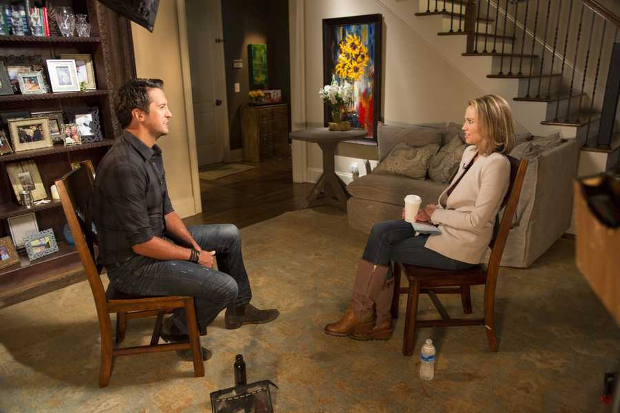 Amy Robach sits down for an interview with singer/songwriter Luke Bryan at his home in Tennessee, for for IN THE SPOTLIGHT WITH ROBIN ROBERTS: COUNTDOWN TO THE CMA AWARDS, airing TUESDAY, NOV. 5 (10-11pm, ET). (ABC/Chris Hollo)