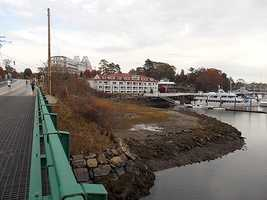 Mile 9: Awesome. Wentworth Marina, with the hotel in the background. The grated bridges are a bit tricky.