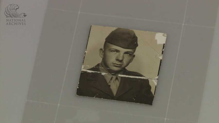 The wallet contained a picture of Oswald in his Marine Corps uniform.