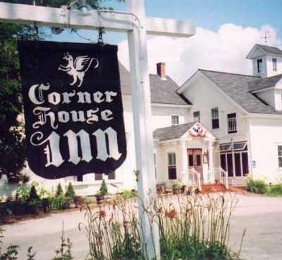 Tie-18) Corner House Inn in Center Sandwich