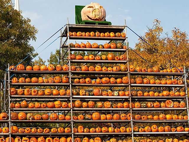 The largest collection of jack-o-lanterns can be found at the Keene Pumpkin Festival. In 2013, there were 30,581 carved and lit jack-o-lanterns.
