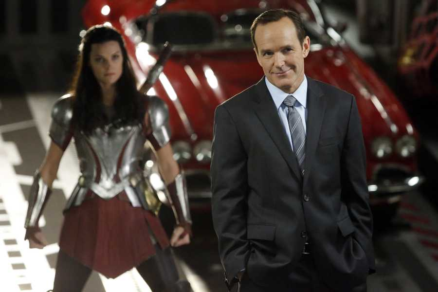 When Coulson and his team are attacked by Lorelei—a deadly seductress who escaped from Asgard—Thor's Lady Sif, her longtime nemesis, steps in to try to save them.