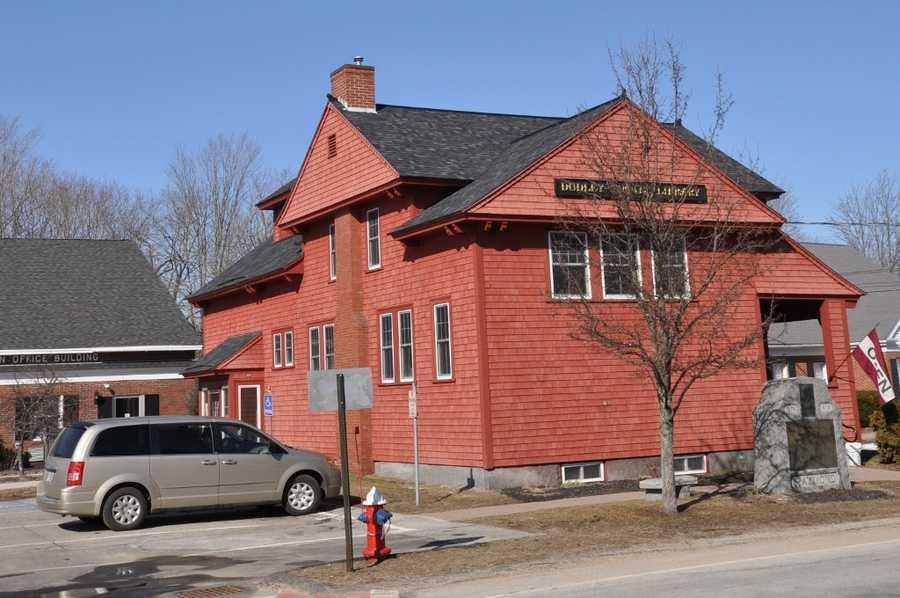 Raymond Public Library in Raymond, N.H.