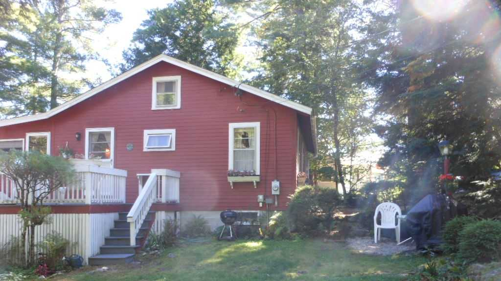 Located in a quiet cove on Lake Winnipesaukee is a 1960s era cottage for rent, which sleeps six.