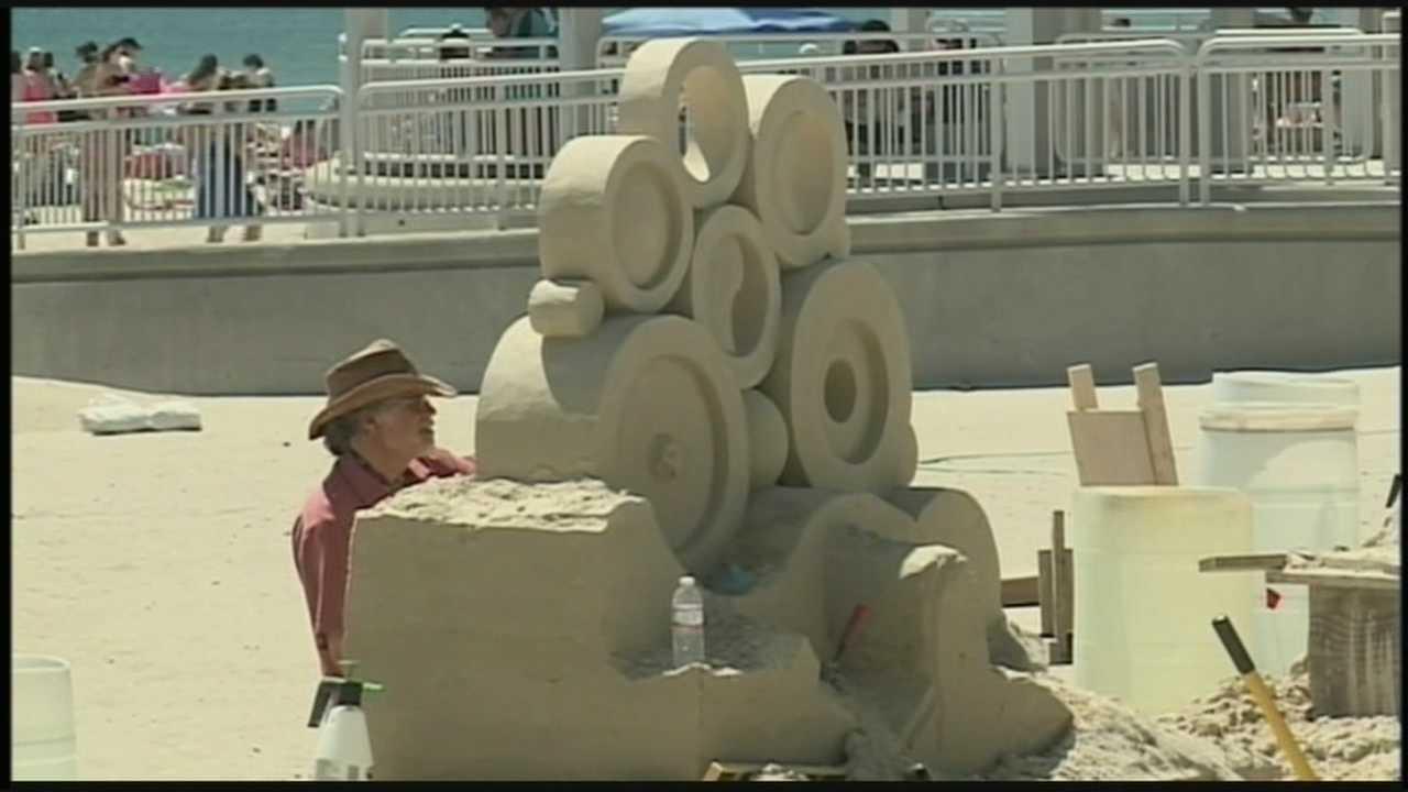 Beachgoers celebrate first day of summer at Hampton Beach