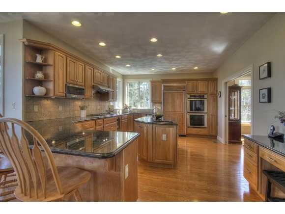 The home features a kitchen with an eat-in area, and a formal dining room.