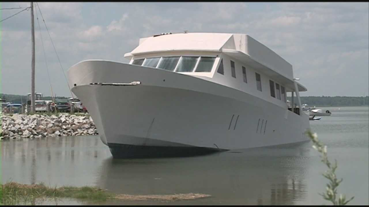 Owners told to move abandoned boat