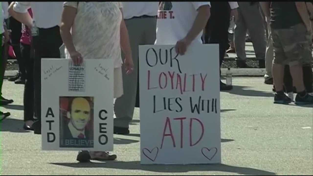 Market Basket employees risk jobs to protest CEO's ouster