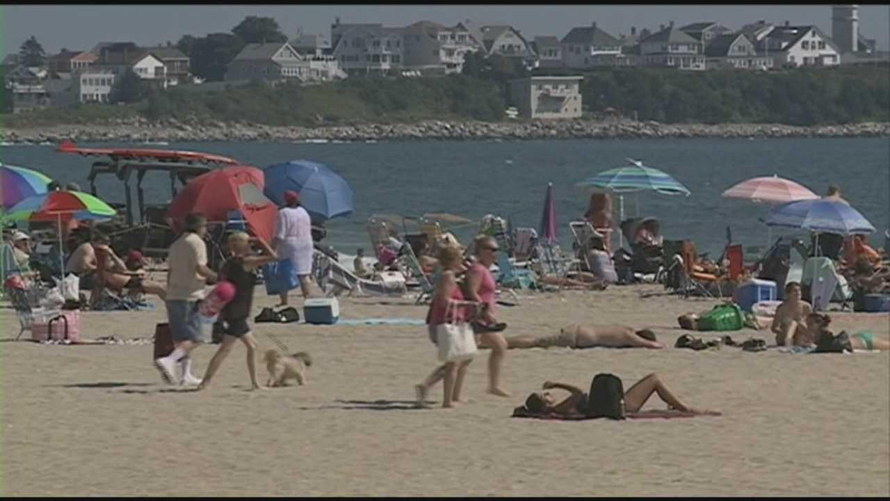 Warm weather brings people to Hampton Beach
