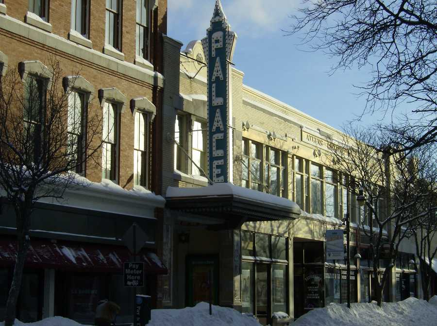 Thirty years later, the palace theater is open on Hanover.