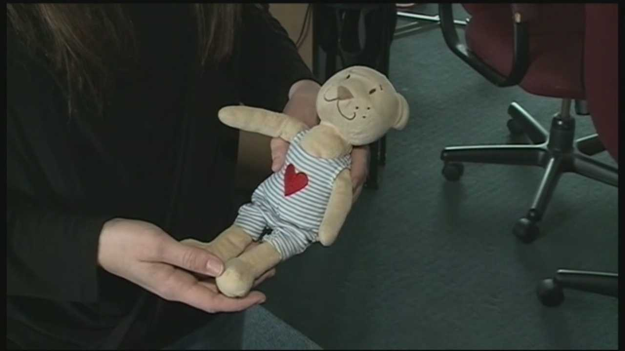 A Portsmouth woman is on a quest to reunite a lost teddy bear with its owner. Briana Welch spotted the stuffed bear on the side of State Street over the weekend.