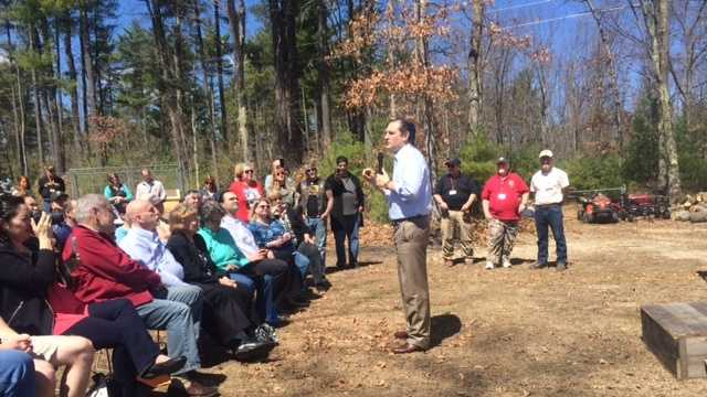 Senator Ted Cruz continued his tour of the Granite State Sunday by speaking with voters about gun laws and other election issues.