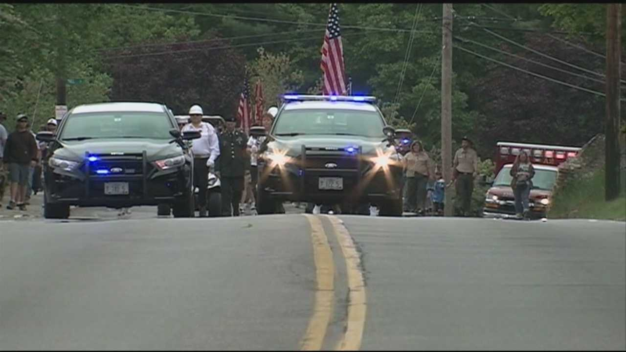 On this Memorial Day, people are gathering ton honor those who have served our country. Dozens lined the streets of Tilton this morning. WMUR's Ray Brewer reports.