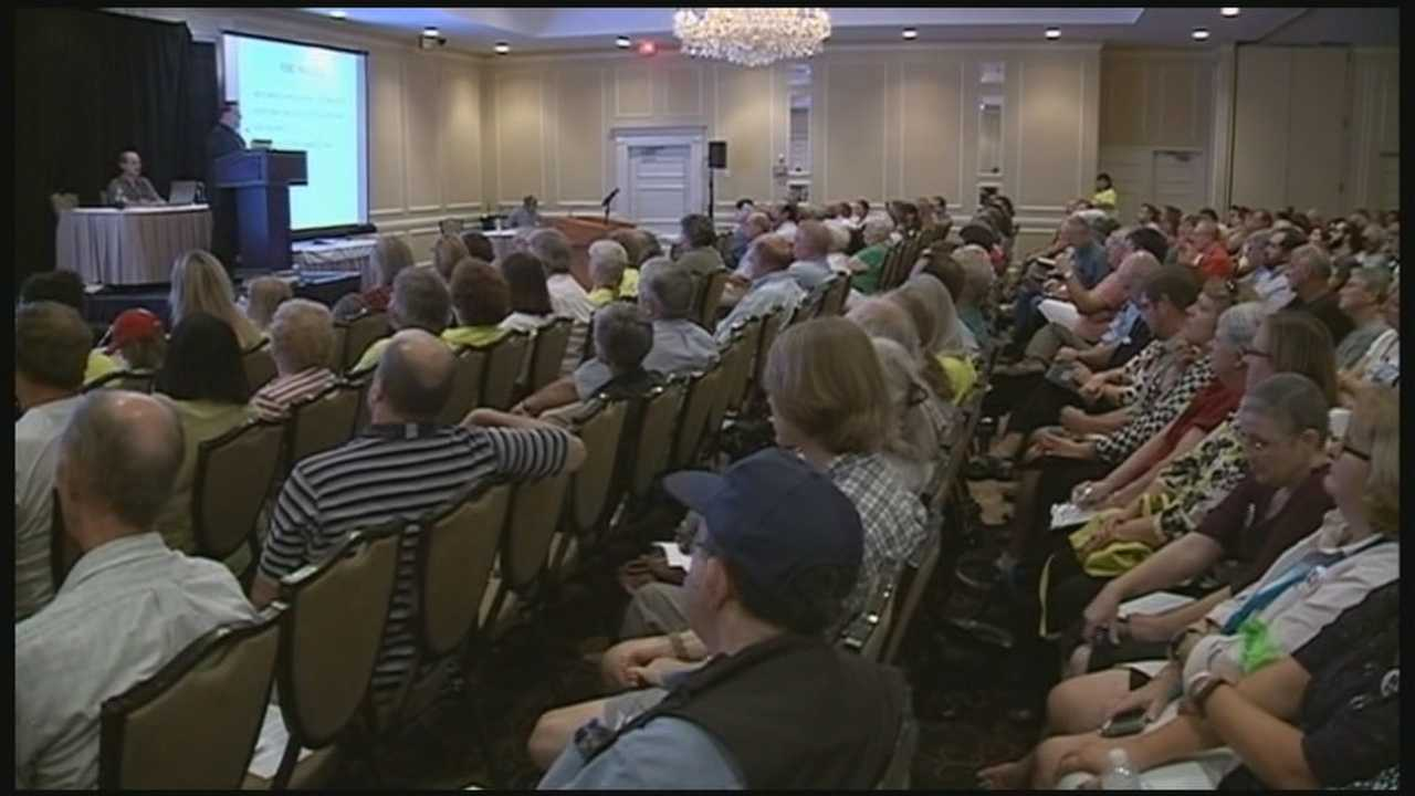 Hundreds of people packed a ballroom Wednesday night in Nashua for a public meeting on the proposed Kinder Morgan pipeline. WMUR's Stephanie Woods reports.