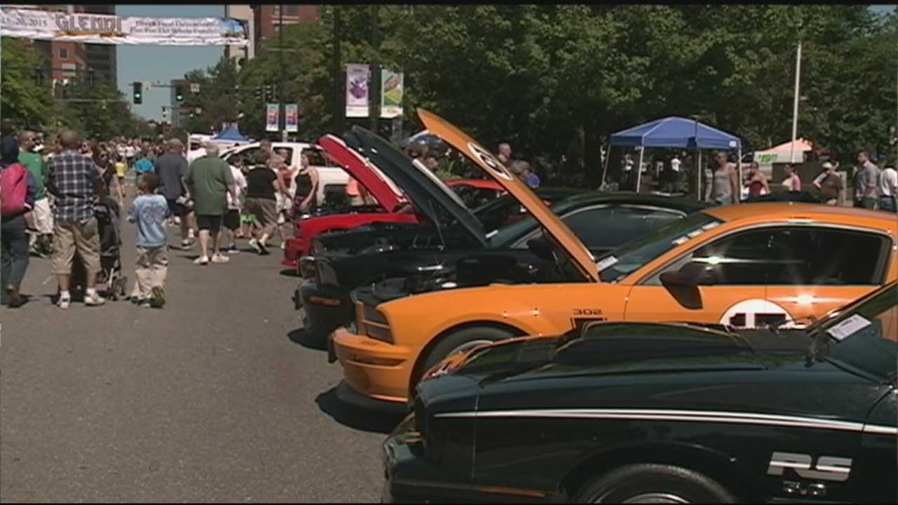 Cruising Downtown features antique cars in Manchester.