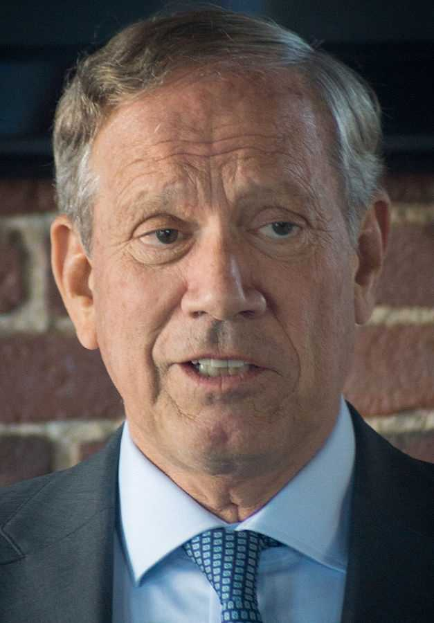 How tall is George Pataki? He is 6 feet 5 inches tall.