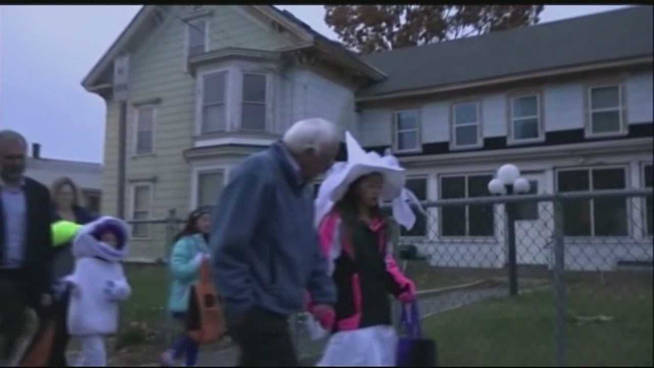 Bernie Sanders Trick or Treats during New Hampshire visit.