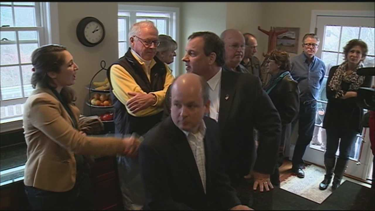 Gov. Chris Christie (R, New Jersey) hosted a packed house party in Bedford Sunday afternoon.