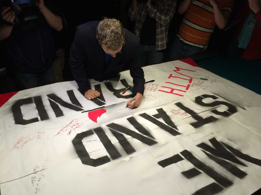 Sen. Rand Paul signs a giant banner at Murphy's Taproom in Manchester on April 7, 2015.