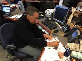 Gov. John Kasich leaves a funny note for News 9 Reporter Andy Hershberger – whose desk has a history of being invaded by presidential candidates – during a visit to WMUR on October 23, 2015.